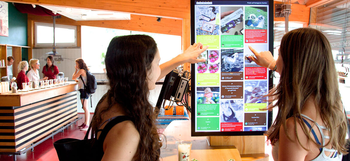 d1154br-Walls.io-social-media-walls-are-widely-used-in-digital-signage-installations-such-as-this-example