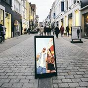 The battery-operated portable digital sign